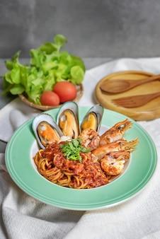 Espaguete com frutos do mar