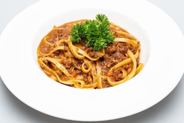 Espaguete com molho de carne picada