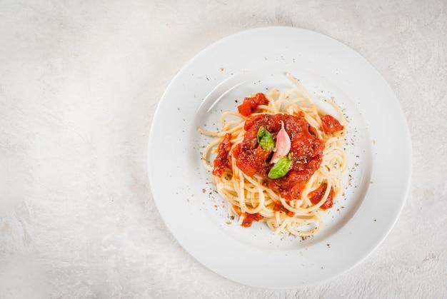 Espaguete com molho marinara