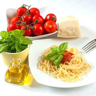 Espaguete com tomate