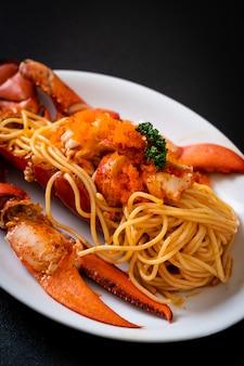 Espaguete de lagosta com ovo de camarão