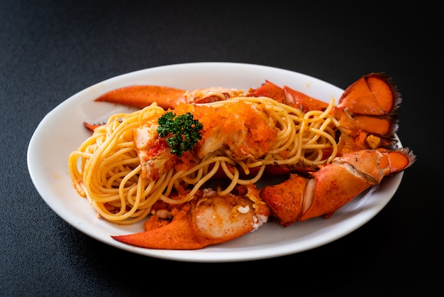 Espaguete de lagosta com ovos de camarão
