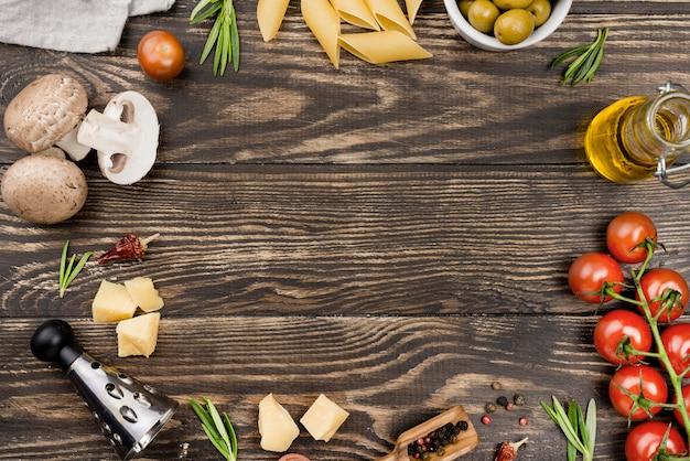 Espaguete de quadro com azeitonas e legumes