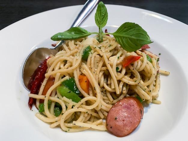 Espaguete delicioso salsicha