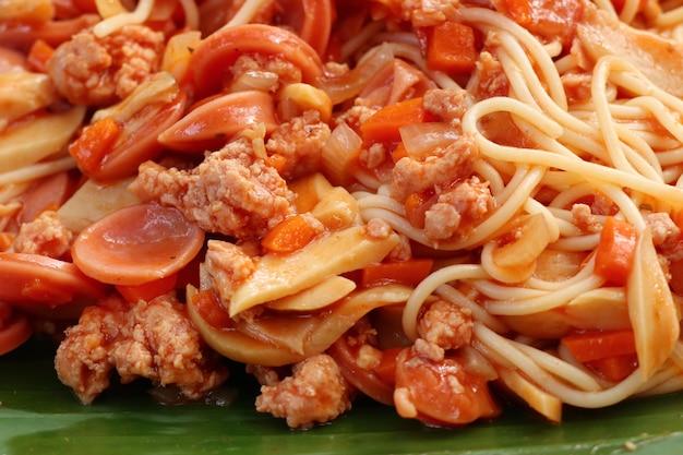 Espaguete na comida de rua