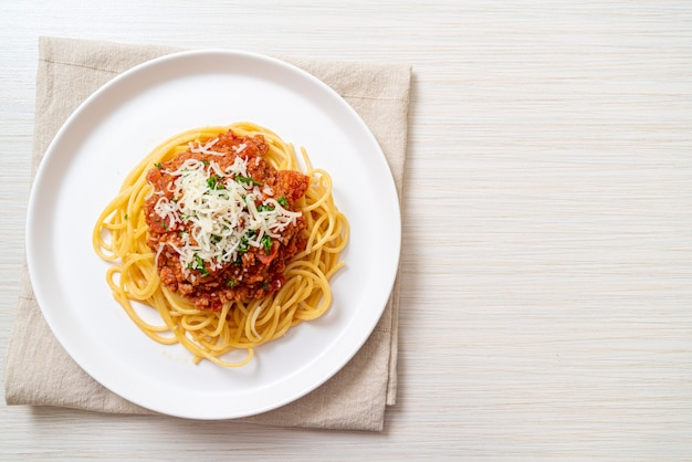 Espaguete porco à bolonhesa ou espaguete com molho de tomate picado de porco, comida italiana
