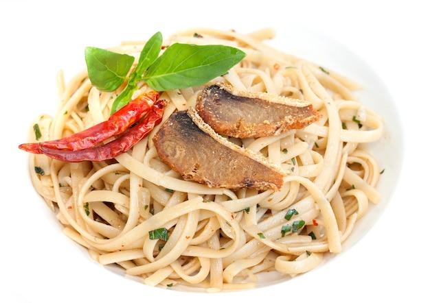 Espaguete salgado de peixe