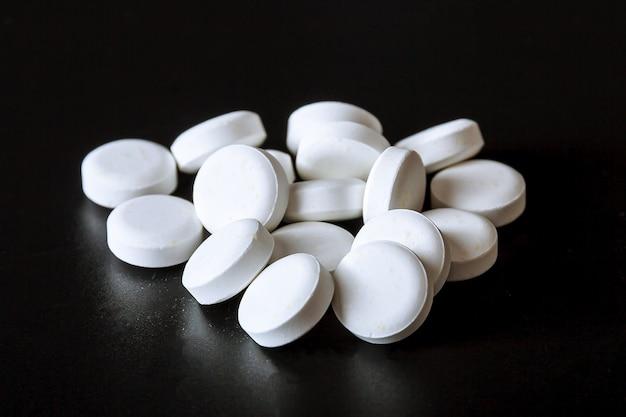 Espalhamento de pílulas brancas