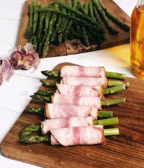 Espargos com bacon