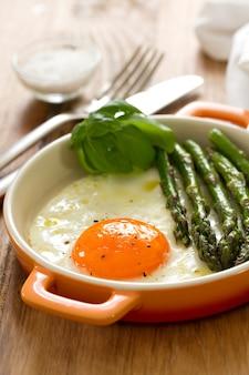 Espargos e ovos