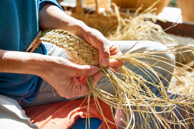 Esparto halfah grama artesanato artesão mãos