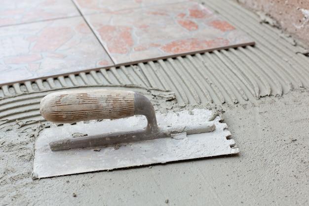 Espátula entalhada para aplicação de adesivo para ladrilhos