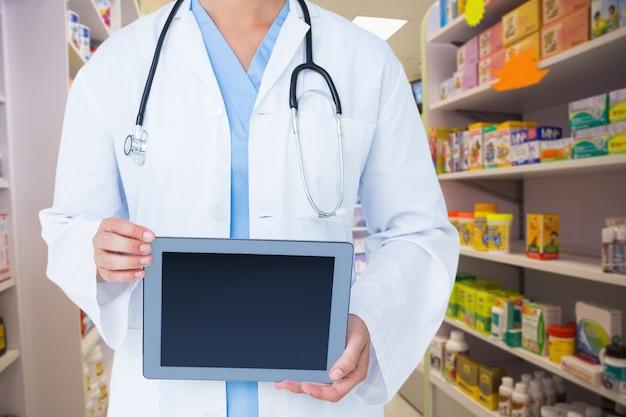 Especialista em exploração tablet médica tocar