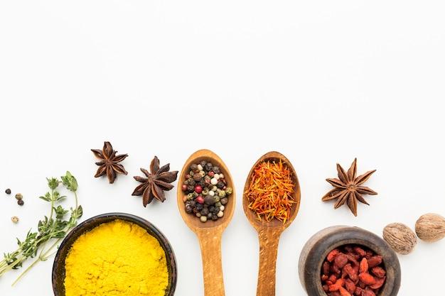 Especiarias e ingredientes para o espaço da cópia