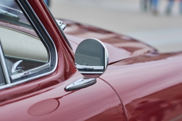 Espelho lateral redondo do carro antigo