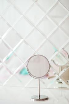 Espelhos. decoração do conceito e dentro de casa.