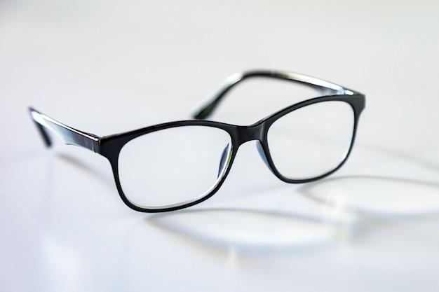Espetáculos de óculos olho negro com moldura preta brilhante