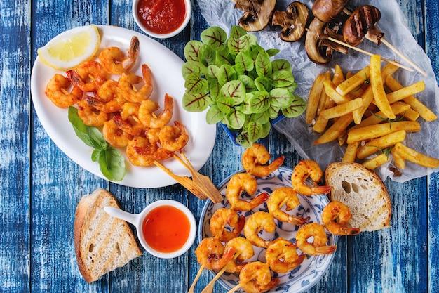 Espetadas de camarão picante para churrasco