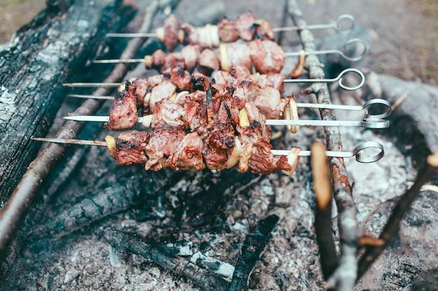 Espetadas de churrasco no fogo espetadas de churrasco no fogo