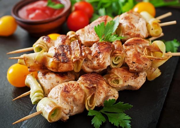 Espetinho de frango com abobrinha