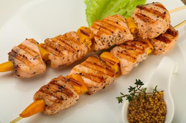 Espetinho de salmão grelhado