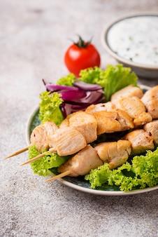 Espetinhos de carne grega tradicional souvlaki