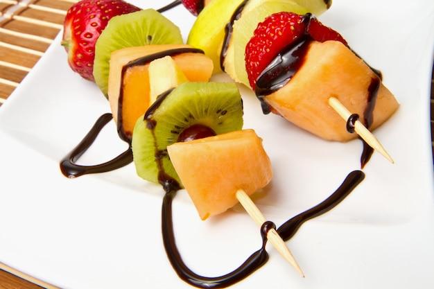 Espeto de frutas mistas