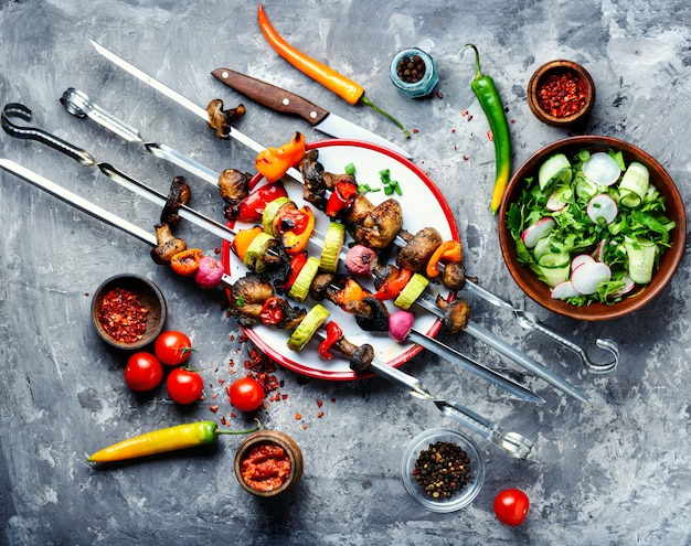 Espeto de legumes grelhados kebab