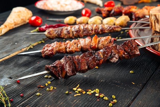 Espeto shashlyk caucasiano carne de carneiro lulya