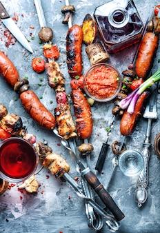 Espetos de carne grelhada, shish kebab