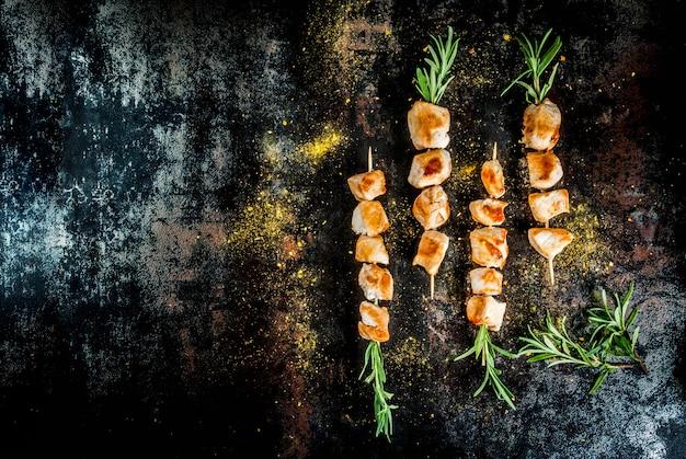 Espetos de frango com alecrim