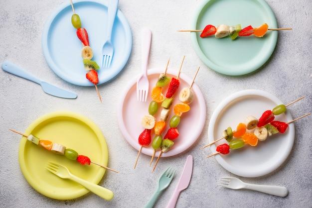 Espetos de frutas, lanche saudável verão