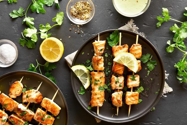 Espetos de salmão para churrasco