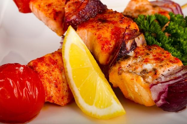 Espetos de salmão