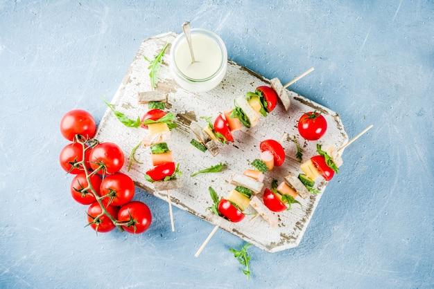 Espetos de sanduíches de salada