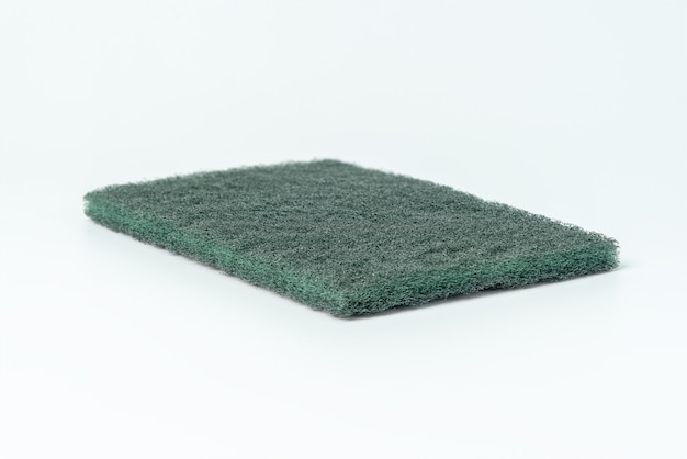 Esponja de lavar louça verde isolada