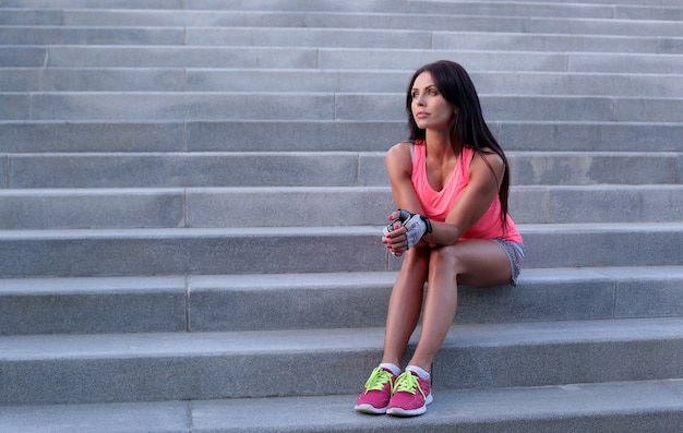 Esporte ao ar livre, mulher na escada