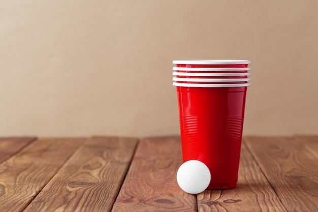 Esporte da festa da faculdade - pong da cerveja