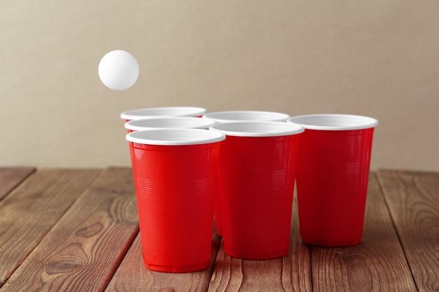 Esporte de festa de faculdade - cerveja pong