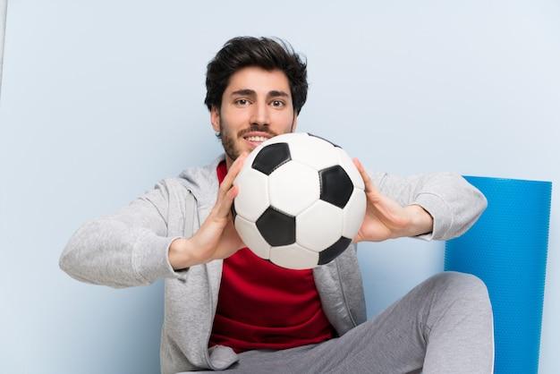 Esporte homem sentado no chão