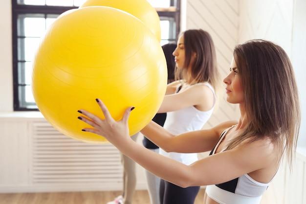 Esporte indoor, fitness no ginásio