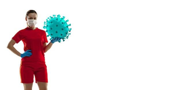 Esportista chutando, socando coronavírus, conceito de proteção e tratamento, folheto