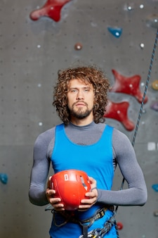 Esportista com roupas azuis