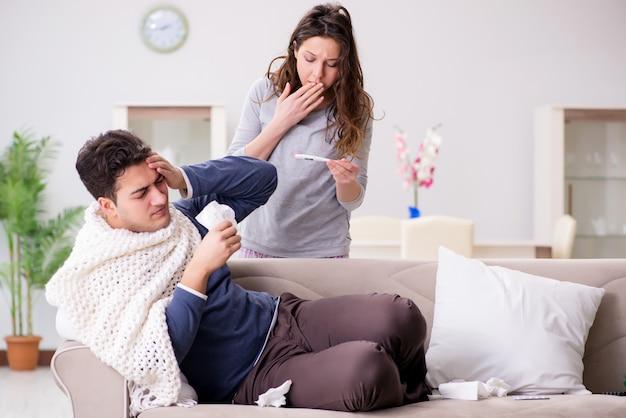 Esposa cuidando do marido doente em casa