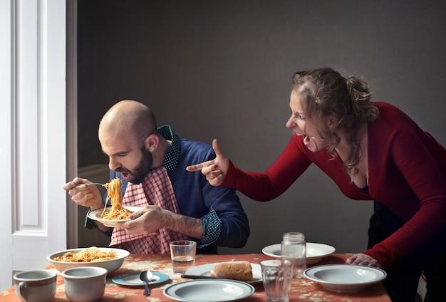 Esposa discutindo com o marido