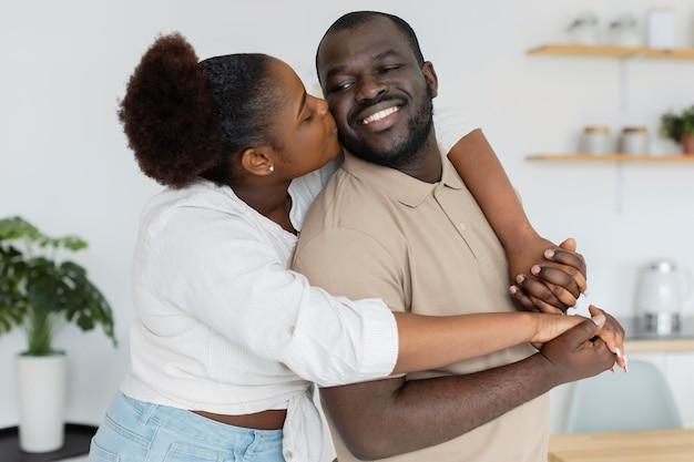 Esposa e marido amando-se