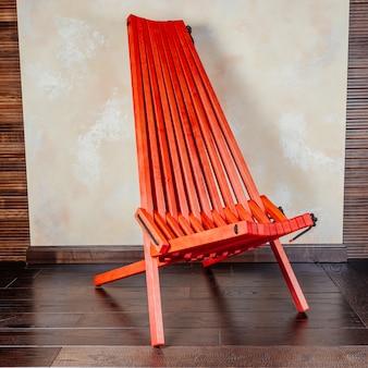 Espreguiçadeira dobrável de madeira vermelha moderna