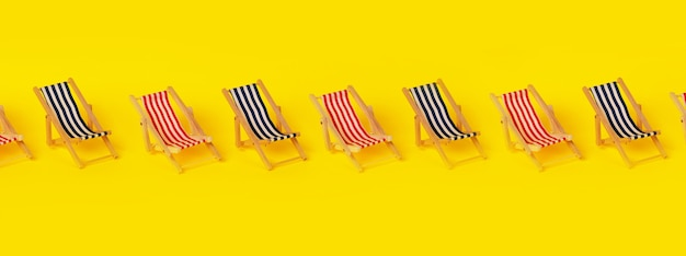 Espreguiçadeiras de praia sobre fundo amarelo, conceito de férias de verão, imagem panorâmica