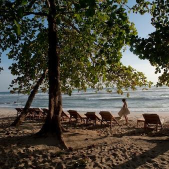 Espreguiçadeiras na praia na costa rica
