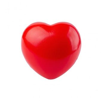 Espuma de bola vermelha com forma coração isolada no fundo branco